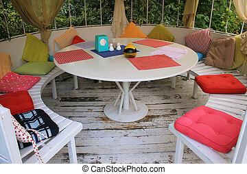 verano, pabellón, con, blanco, redondo, tabla, y,...