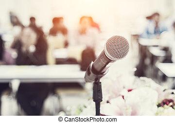 micrófono, en, el, escritorio, en, reunión, habitación, con,...