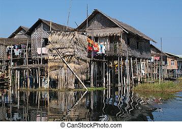Village Nampan on Lake Inle