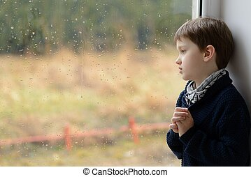 pensativo, pequeno, Menino, olhar, através, a,...