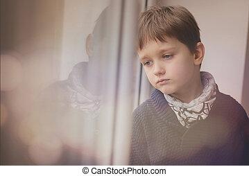 triste, pensativo, pequeno, Menino, olhar, através,...