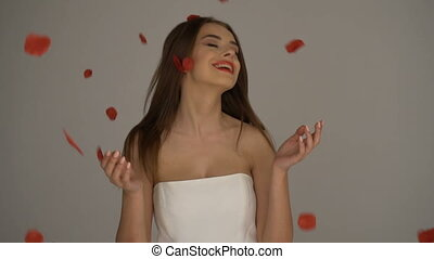Beatiful woman with red rose petals - Brunette beatiful,...