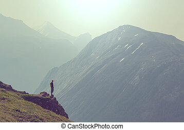 Hike in Canada - Hiking man in the mountains