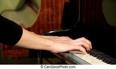 Pianist - Playing pianists hands