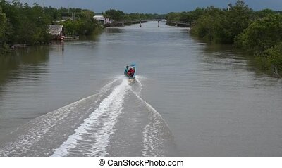 Speed boat run down Mekong River - Editorial: Nam Can, Ca...