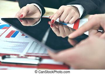 CO, discussão, trabalhador, mãos, durante, dados
