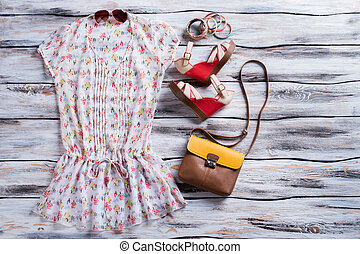 V-neck blouse and wedge sandals. Red wedge shoes with bag....