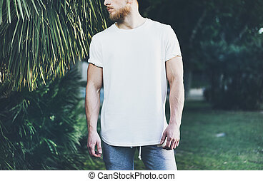 Photo Bearded Muscular Man Wearing White Empty t-shirt and...
