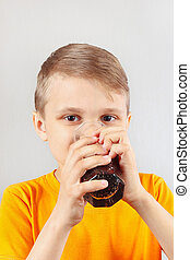 pequeno, ENGRAÇADO, loiro, Menino, bebendo, fresco,...