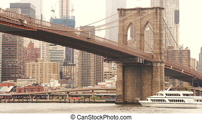 New York City Brooklyn Bridge East River Manhattan Skyline -...
