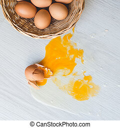 roto, huevo, en, floor.,