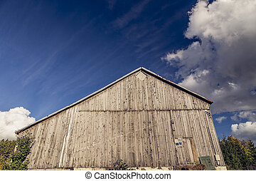 Old Barn in Rural Countryside
