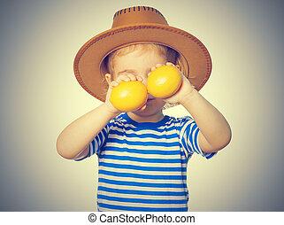 Little Funny girl keeps lemons - Little Funny girl in...