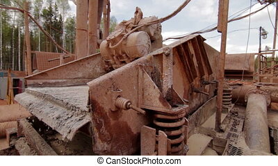 Shale shaker on oil rig separating drilling mud - Shale...