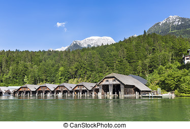 The scenic Kouml;nigssee lake - The scenic Koenigssee lake...