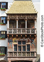 Golden Roof in Innsbruck attracts tourists