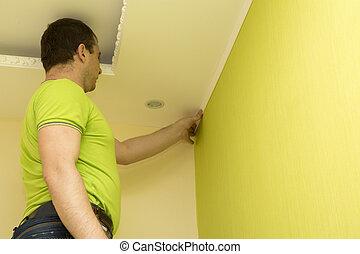 Constructor install plastic molding - Constructor installing...