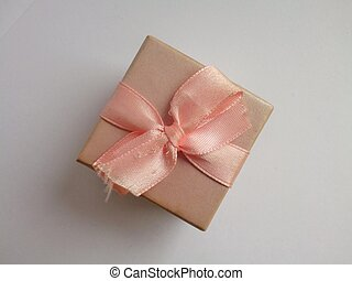 Little present box with bow - Little gift box with pink...