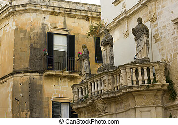 Lecce, holy statues