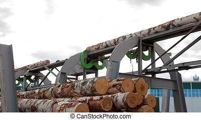 Wheel loader and automatic sorting logs diameter - Lumber...