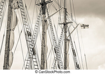 Mast and sailboat rigging, toning