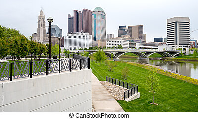 Recognizable skyline of Columbus Ohio and park - Beautiful...