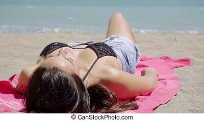 ung, kvinna, blötning, Uppe, den, sommar, sol,