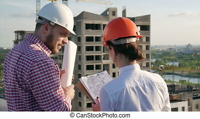 Architect and engineer discuss the project - Architect and...