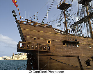 Galeón - Spanish 17th Century galleon replica flying the...