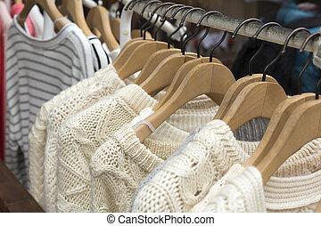beige, couleur, tricot, chandail, sur, vêtements, étagère,
