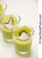 Delicious low-calorie mousse with kiwi slices - A Delicious...