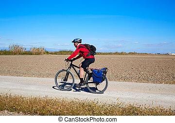Biker, MTB, ciclo, turismo, con, alforjas, en,...