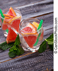 Summer drinks with grapefruit and ice