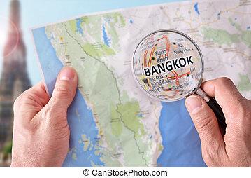 hombre, el consultar, Un, mapa, de, Bangkok, con, Un,...