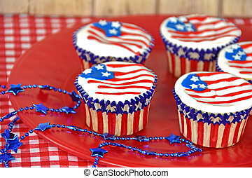 patriotic cupcakes with flag