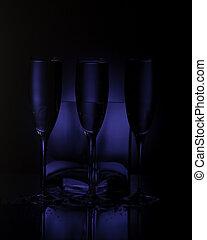 dark champain glases - dark blue glases studio shot