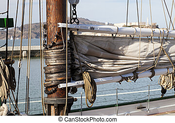 The hawser on the sailboat mast and the square sail