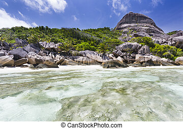 La Digue Coastline, Seychelles - Turquoise water, beach and...