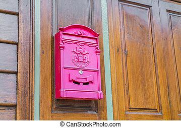 vermelho, correio, caixa, ligado, madeira, parede,