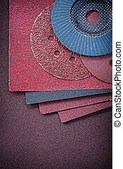 Composition of abrasive equipment on sandpaper