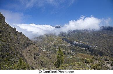Inland Gran Canaria, Caldera de Tejeda, layer of clouds...