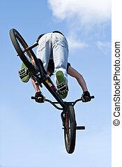 BMX, bicicleta, stunt, aéreo