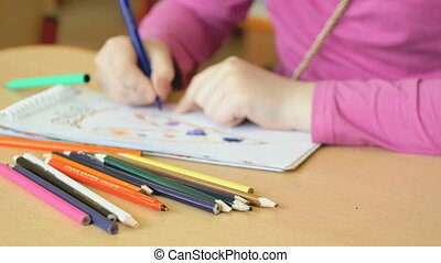 Child draws the pictures in the copybook - Child draws the...