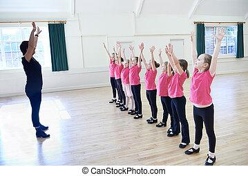 golpecito, bailando, niñas, profesor, grupo, clase
