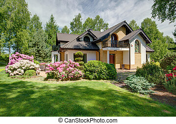 Modern detached house with beautiful garden