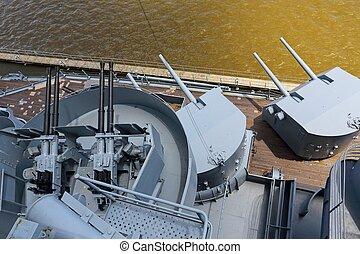 guns on battleship