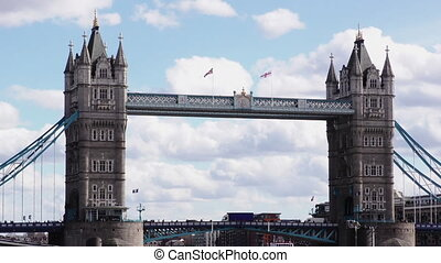 Tower Bridge, Medium Shot