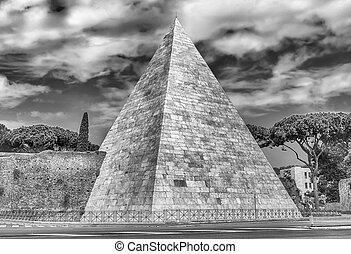 Pyramid of Cestius, iconic landmark in Rome, Italy - Scenic...