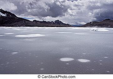 Pastoruri glacier in Cordillera Blanca. Northern Peru -...