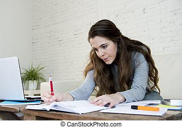 beanspruchen, frau, schreibarbeit, Inländisch, junger, besorgt, leidensdruck, Buchhaltung, Rechnungen